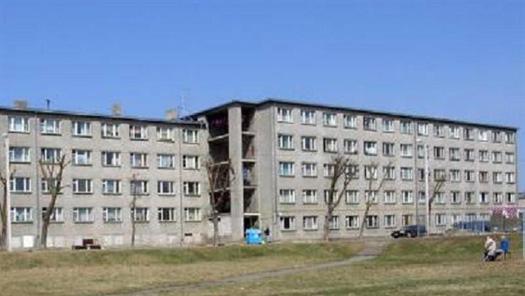 Здание бывшего общежития в Нарве продается за 200 000 евро. Фото:stena.ee
